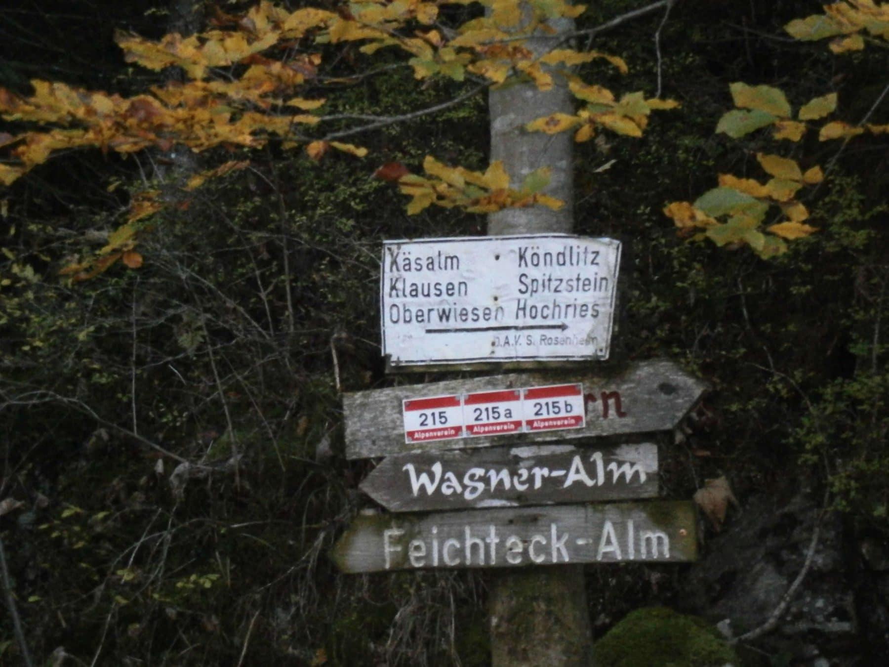 samerberg-schwarzrieshuette-6-wegweiser-rechts-weiss