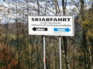 Kampenwand Skiabfahrtsschild schwer-leicht
