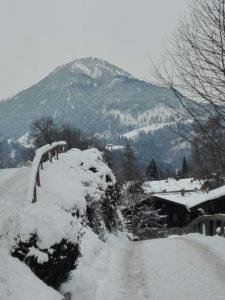 Bild Hocheck verschneiter Gehweg