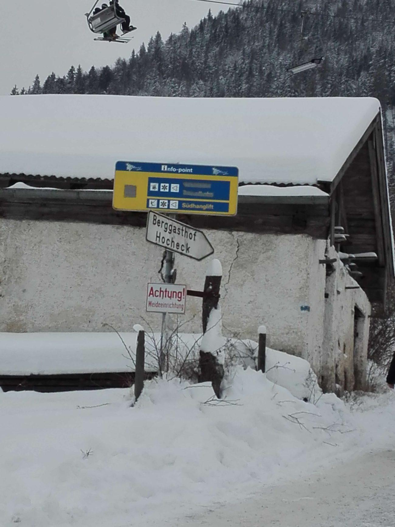 29 Hocheck Schild Hütte am Rand